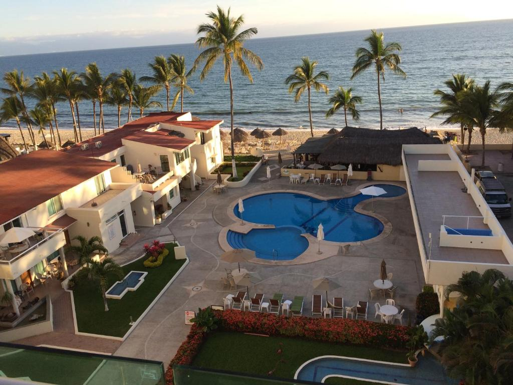 A view of the pool at Suites Costa Dorada or nearby