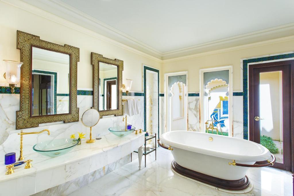 """Oberoi Udaivilas – khách sạn """"cung điện"""" nổi tiếng thế giới có sử dụng đá Marble"""