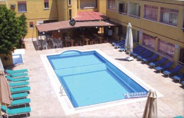 Вид на бассейн в Nick's Hotel Apartments или окрестностях