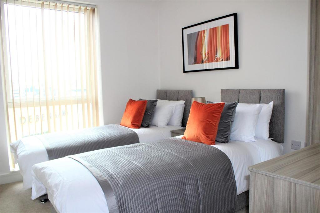 A bed or beds in a room at Cranstone Lodge