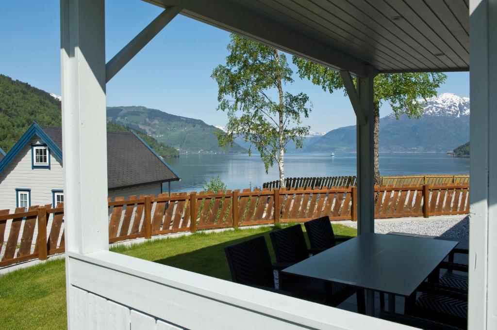Een balkon of terras bij Kinsarvik Camping