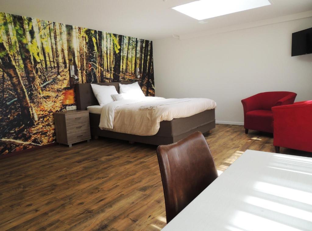 A bed or beds in a room at Hotel-Restaurant de Boer'nkinkel