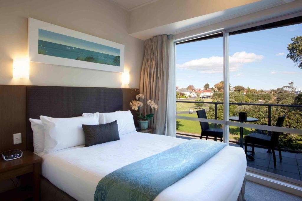 A bed or beds in a room at VR Takapuna