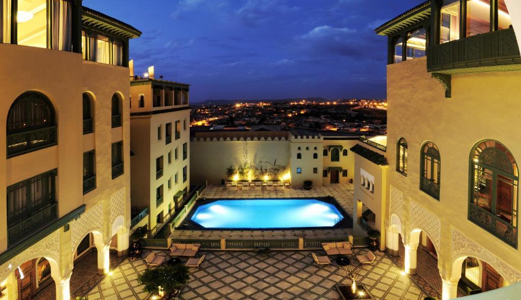 Uitzicht op het zwembad bij Palais Faraj Suites & Spa of in de buurt