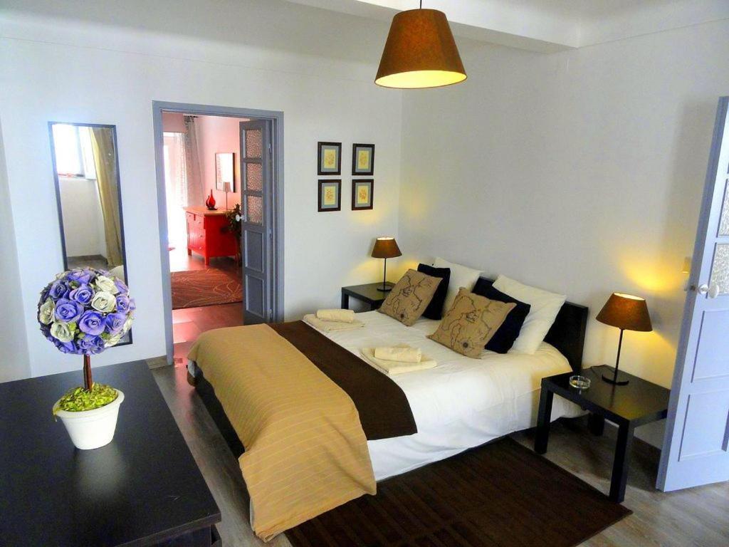 Łóżko lub łóżka w pokoju w obiekcie Lisbon Experience Apartments Sao Bento
