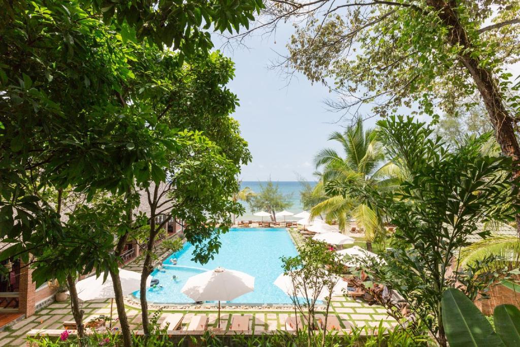 Vue sur la piscine de l'établissement Ancarine Beach Resort ou sur une piscine à proximité