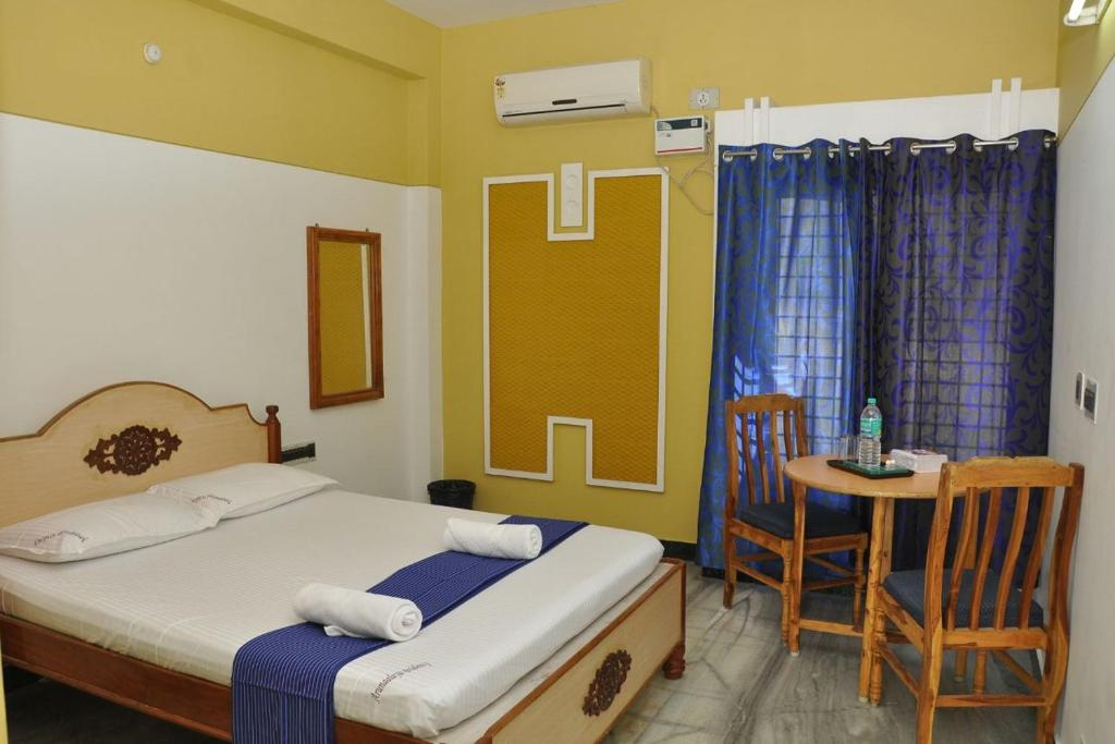 A bed or beds in a room at Arunaalaya Residency
