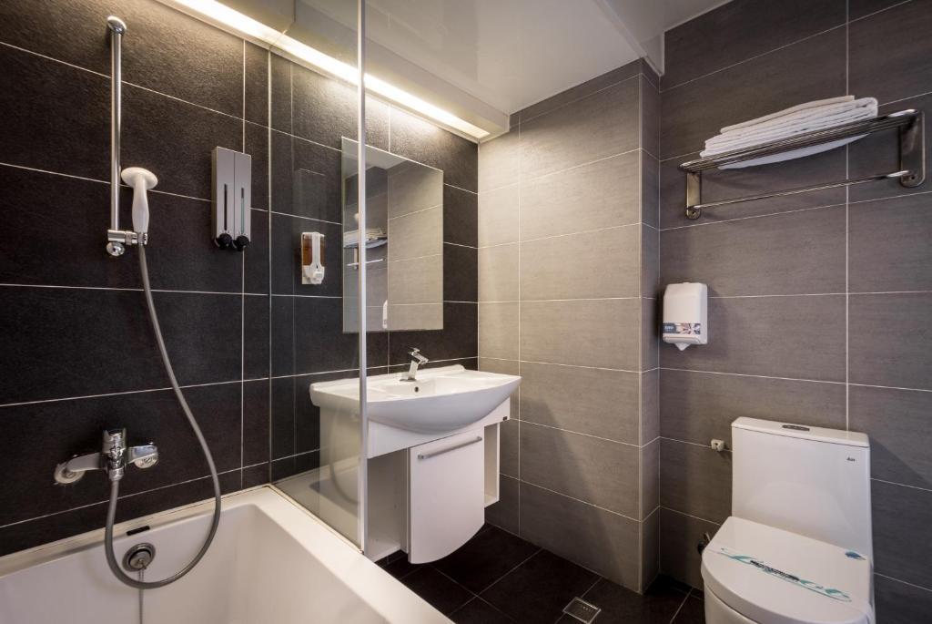 ห้องน้ำของ Royal Garden Hotel
