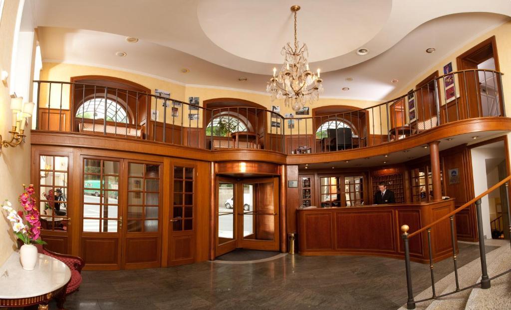 The lobby or reception area at Hotel Kinsky Garden