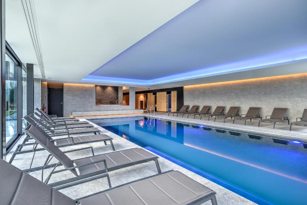 The swimming pool at or near R hotel experiences