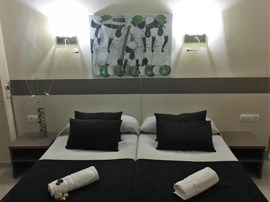 Vuode tai vuoteita majoituspaikassa Hotel Ancla