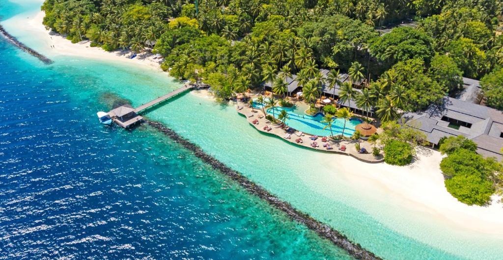 A bird's-eye view of Royal Island Resort & Spa