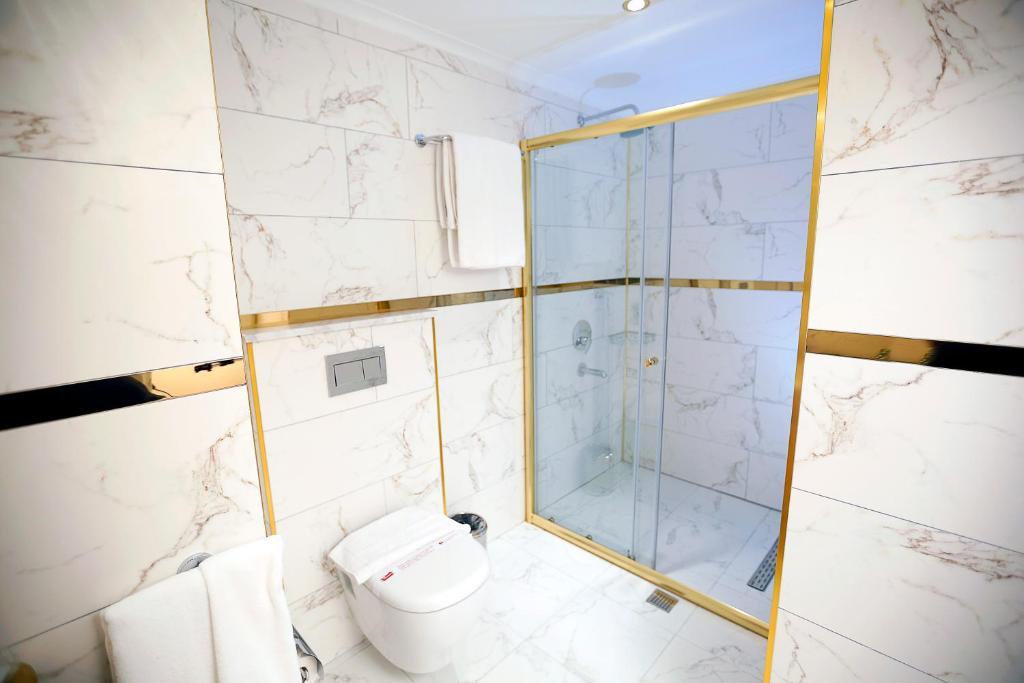 Ванная комната в Enki Hotel