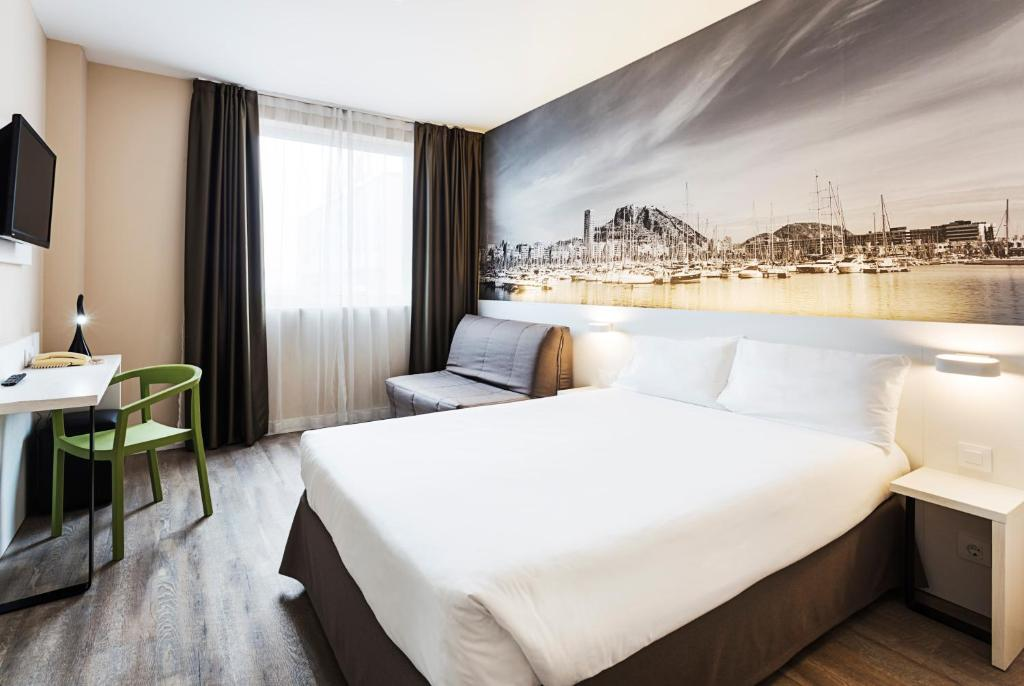 Cama o camas de una habitación en B&B Hotel Alicante