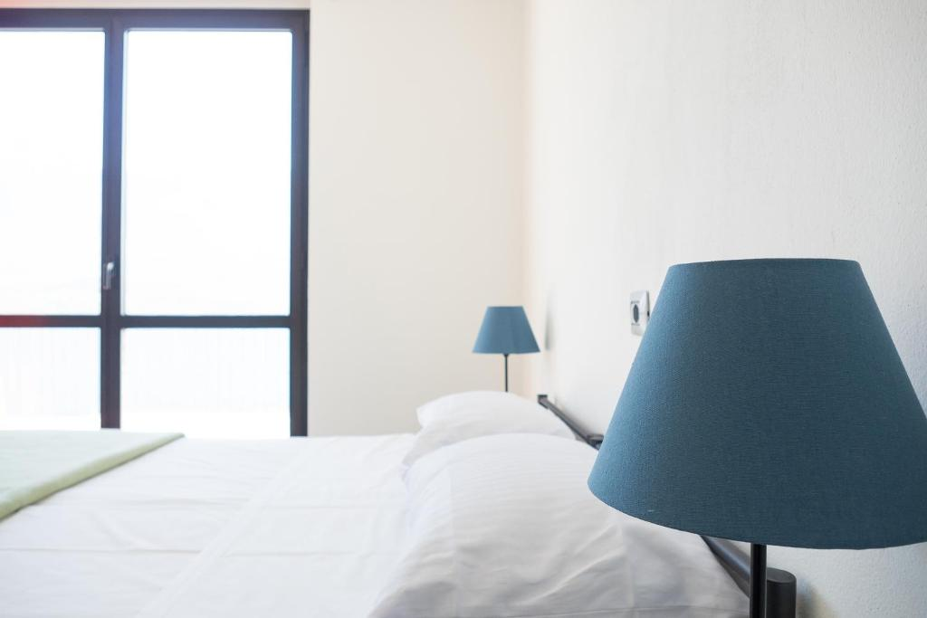 A bed or beds in a room at Lake Como Beach Lodge & Hostel