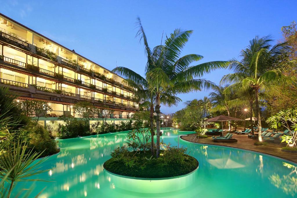 Piscine de l'établissement Swiss-Belhotel Segara Resort & Spa ou située à proximité