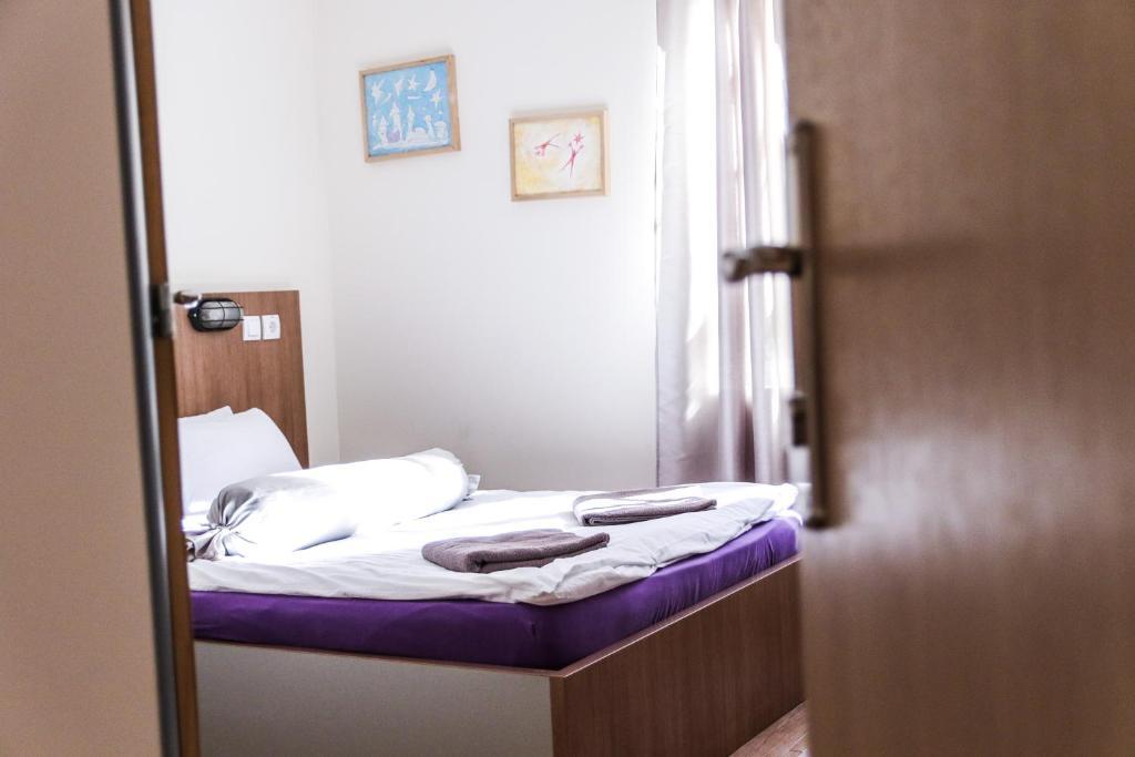 Varad Inn Hostel and Cafe