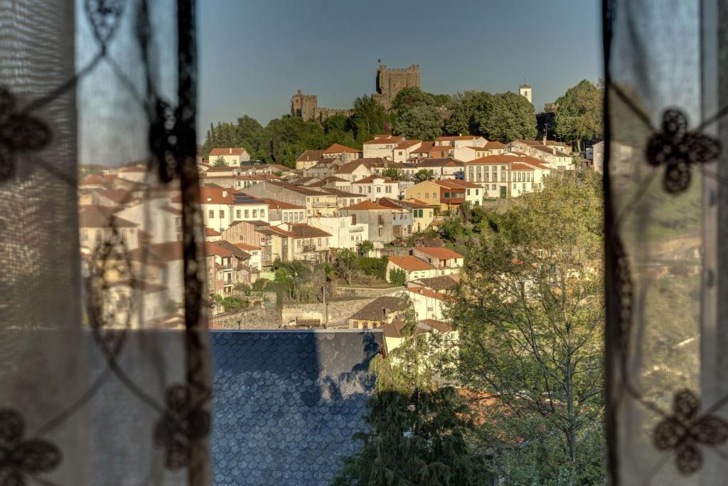 Pemandangan kolam renang di Bragança Apartments atau berdekatan