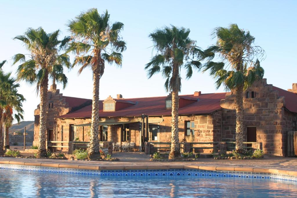 The swimming pool at or close to Duwisib Guest Farm