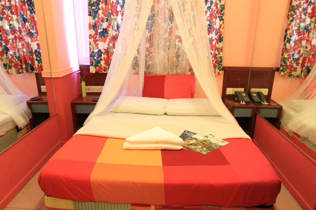 เตียงในห้องที่ La Mode (Sophia) Hotel