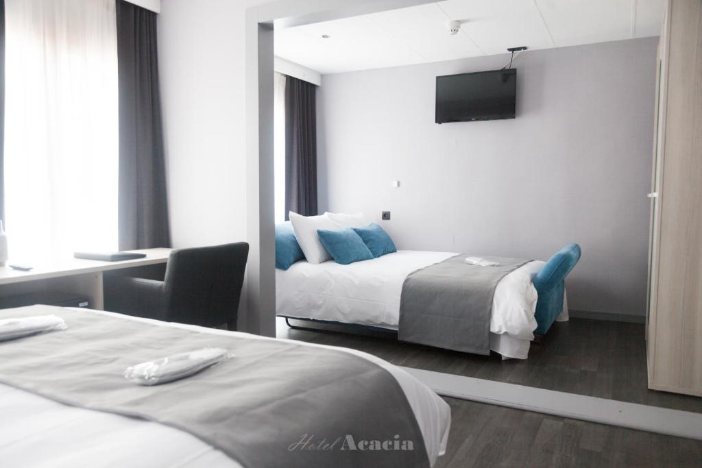 A bed or beds in a room at Hotel Acacia
