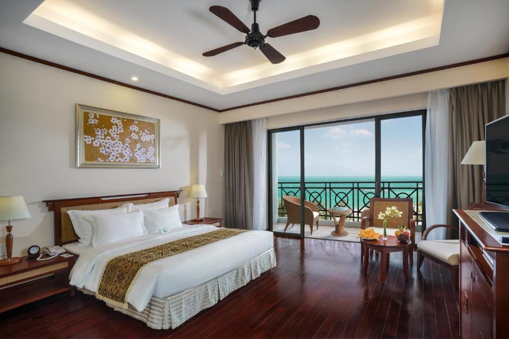 Phòng Grand Deluxe Giường Đôi Nhìn Ra Biển - Chỉ Bao Bữa Sáng
