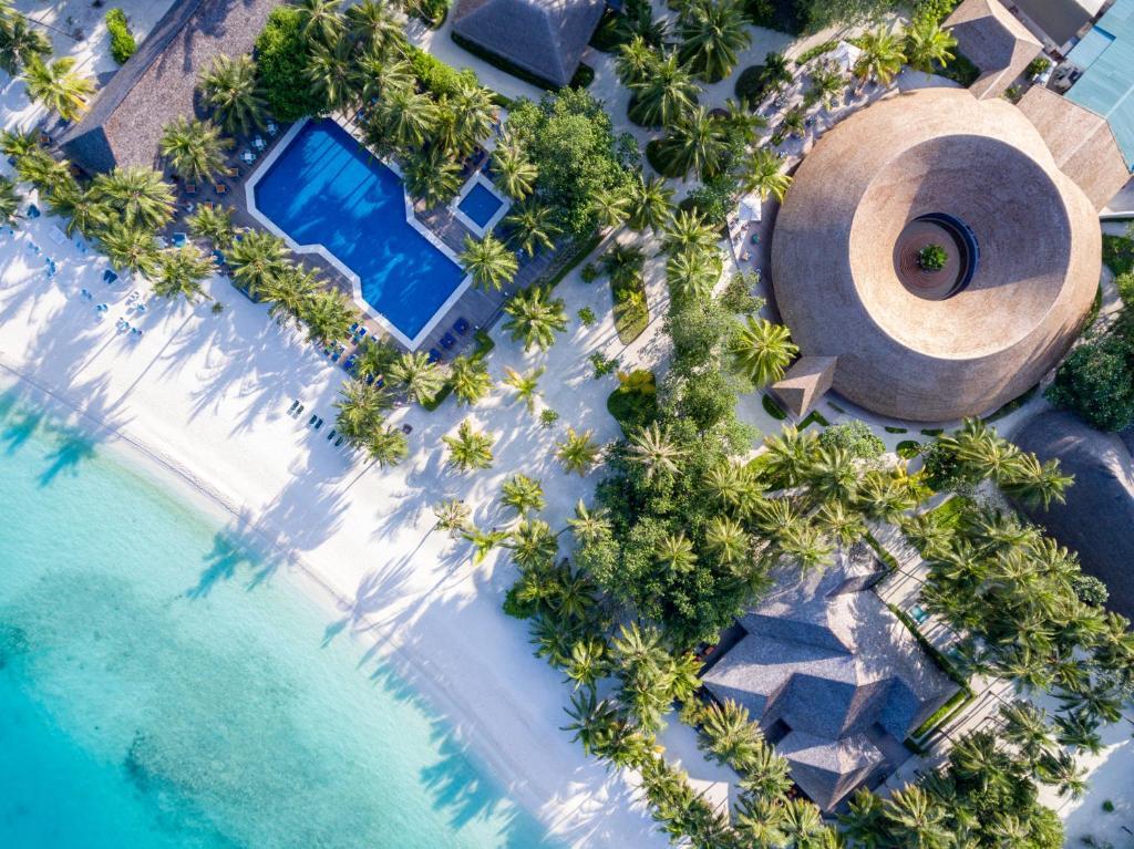 Vue panoramique sur l'établissement Meeru Island Resort & Spa