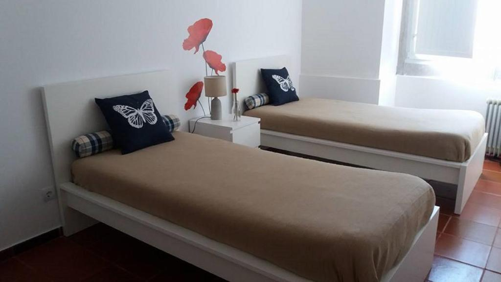A bed or beds in a room at Alojamento JCP