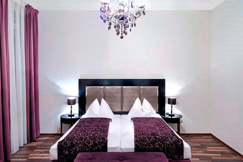 Giường trong phòng chung tại Hotel Pension Baron am Schottentor