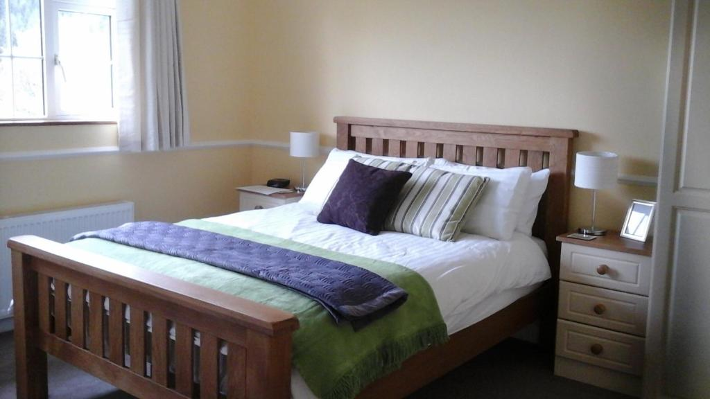 A bed or beds in a room at Laragh Mountain View Lodge