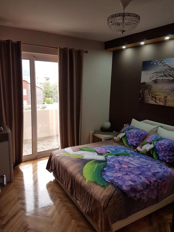 A bed or beds in a room at Apartments Vila Galileo