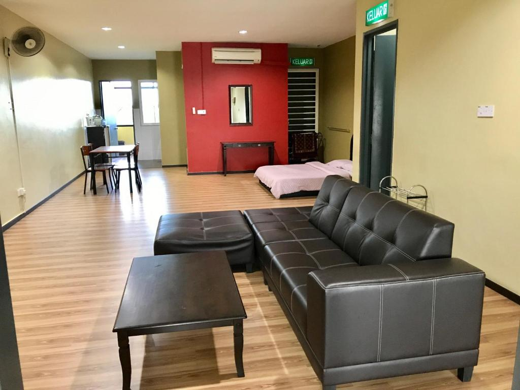 Fine Ss Homestay Borneo Housing Sl4 Kampung Nombor Dua Malaysia Bralicious Painted Fabric Chair Ideas Braliciousco