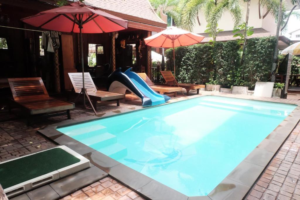 Der Swimmingpool an oder in der Nähe von Orchid Resort