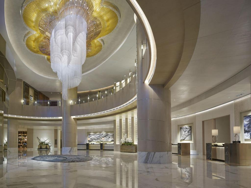The lobby or reception area at Shangri-La Residences at the Fort Manila