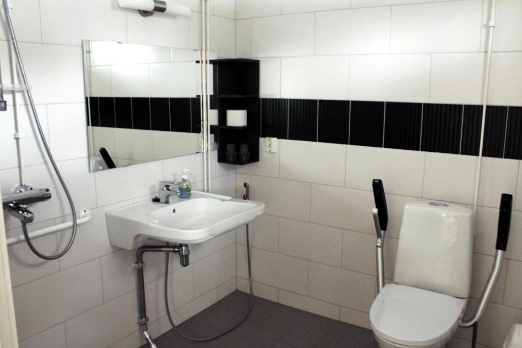 Een badkamer bij Sandösunds Radhus