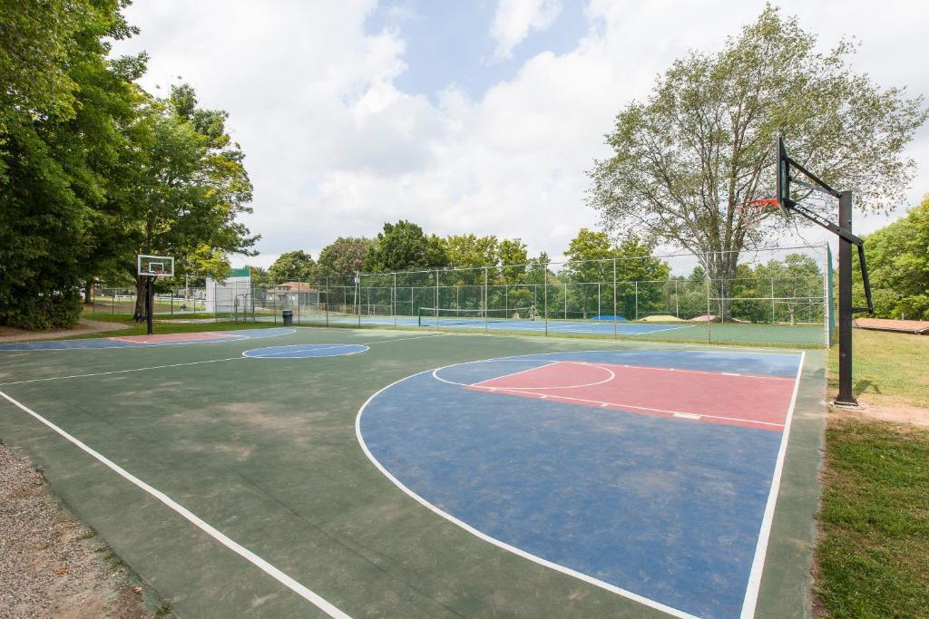 Jellystone Park™ at Birchwood Acres