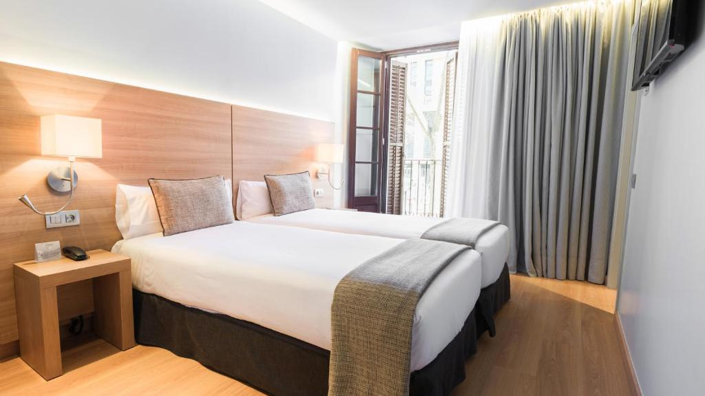 A bed or beds in a room at Arc La Rambla