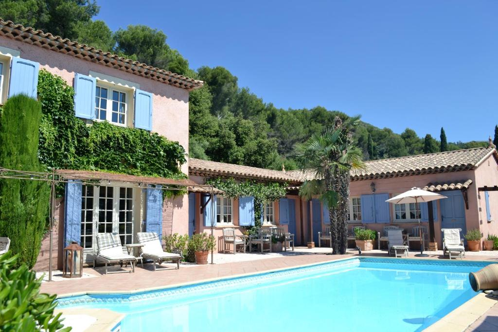 The swimming pool at or near Le Mas des Cigales