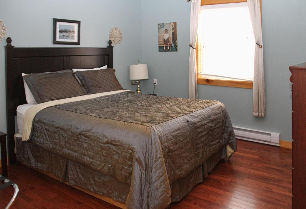 A bed or beds in a room at Mackenzie Motel & Cottages