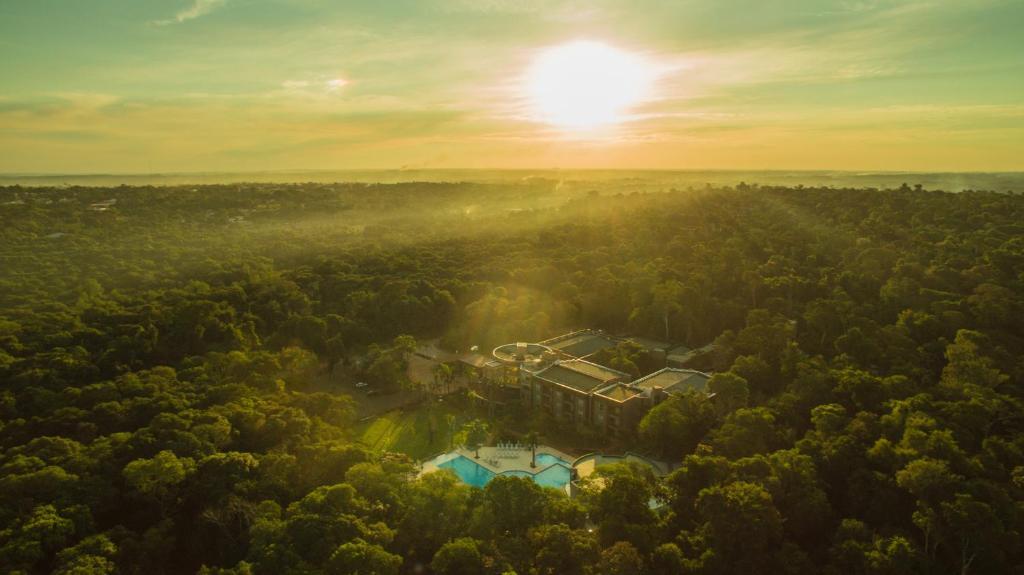 Una vista aérea de Falls Iguazú Hotel & Spa