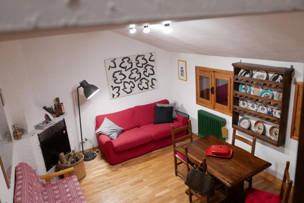 A seating area at Appartamento Rivisondoli