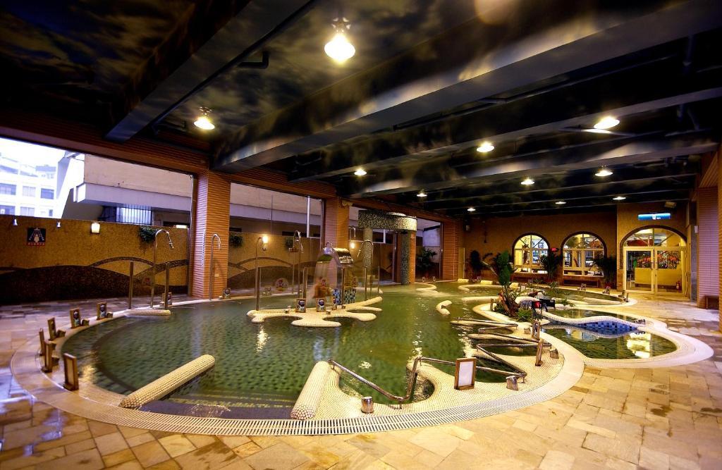 The swimming pool at or near Chuang-Tang Spring SPA Hotel - Deyang