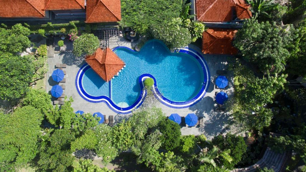 A view of the pool at Matahari Bungalow or nearby