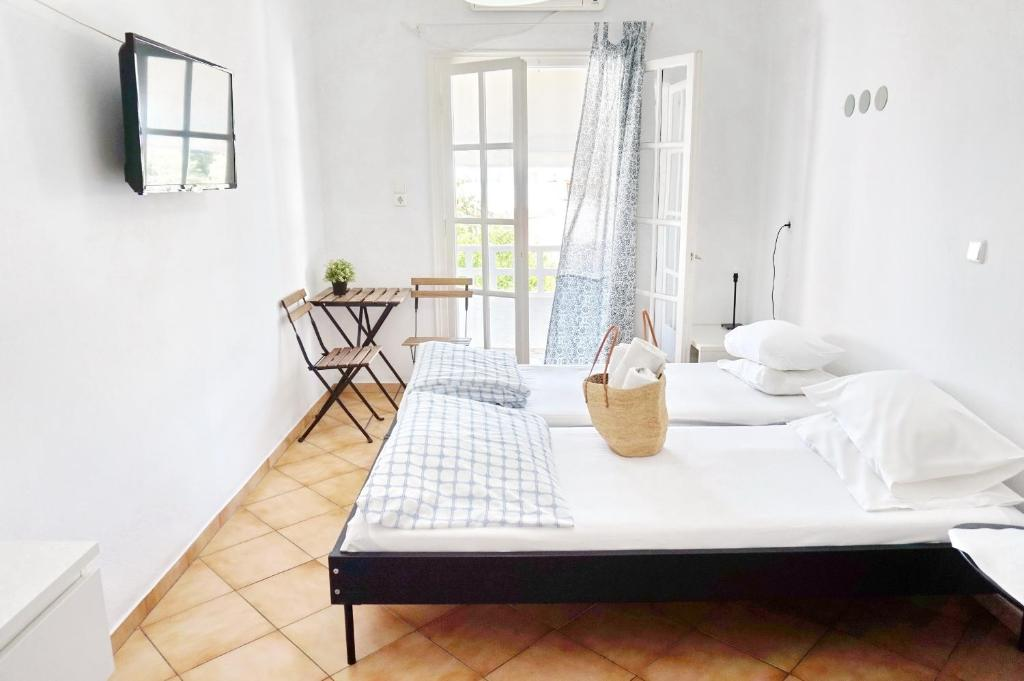 A bed or beds in a room at Ilios