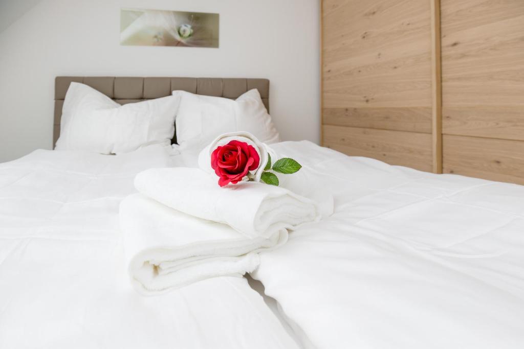 מיטה או מיטות בחדר ב-Nadland Apartment Kunzgasse