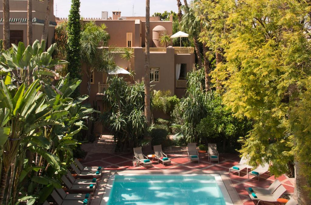 A view of the pool at Les Jardins De La Médina or nearby