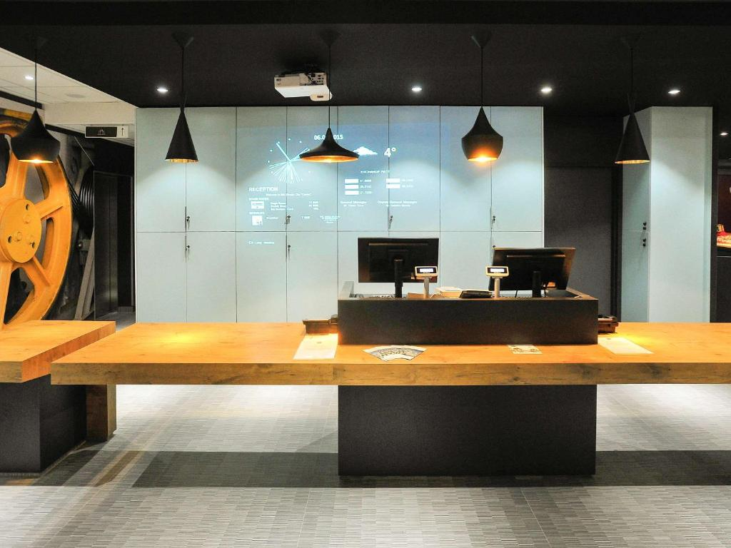 The lobby or reception area at Ibis Skopje City Center