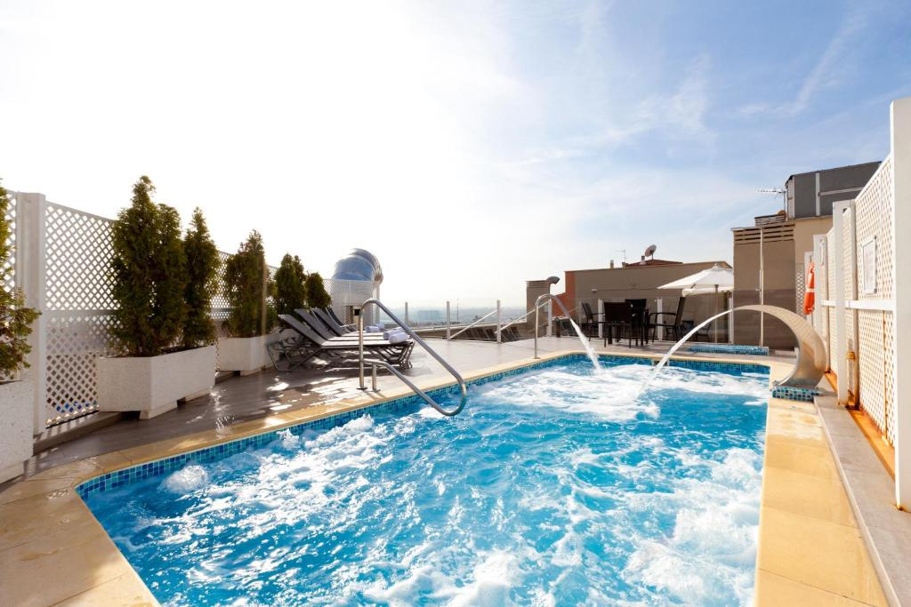 The swimming pool at or close to Ganivet