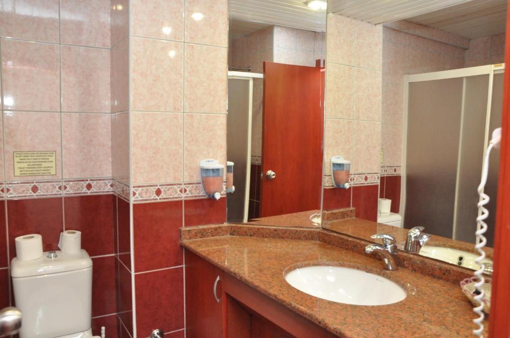 Ванная комната в Wasa Hotel