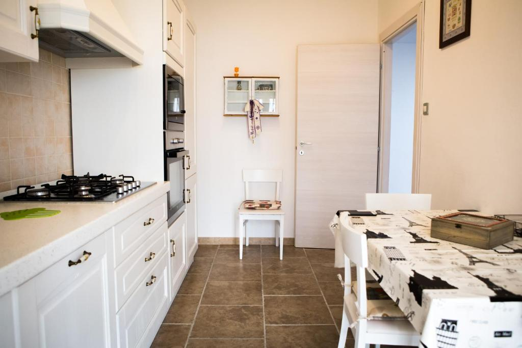 A kitchen or kitchenette at Cozy chic